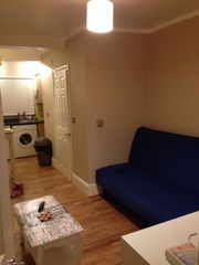 Modern Studio Flat to rent 5 min. distance to Central Reading TV Inter